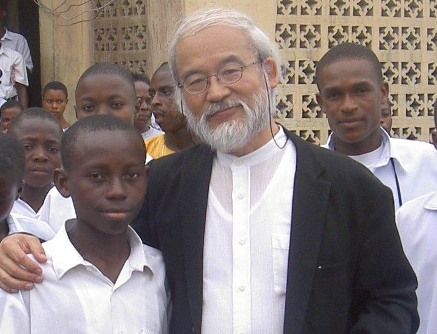 ナイジェリアの中学校にて。弟子入り志願の中学生と2
